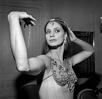 0161034 © Granger - Historical Picture ArchiveSUZANNE FARRELL.   Dancer Suzanne Farrell wearing Van Cleef and Arpels jewelry for GeorgeBalanchine's ballet Jewels september 24, 1976 in Paris. Full credit: AGIP - Rue des Archives / Granger, NYC -- All rights reserved.