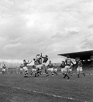 0161533 © Granger - Historical Picture ArchiveTOURNOI OF CINQ NATIONS 1955.   The final of Rugby, of the Five Nations tournament between France and Wales, winner 16 to 11, in the stadium of Colombes, on March 26th, 1955. Full credit: AGIP - Rue des Archives / Granger, NYC -- All rights