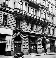 0173553 © Granger - Historical Picture ArchiveSIGMUND FREUD HOUSE.   Sigmund Freud's house at Berggasse 19, Vienna, Austria. Freud practiced and lived there from September 20, 1891 to June 5, 1938. Full credit: Bourgeron - Rue des Archives / Granger, NYC -- All rights reserved.