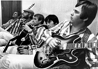 0186114 © Granger - Historical Picture ArchiveTHE BEACH BOYS, 1966.   The Beach Boys while on tour in 1966. Left to right: Bruce Johnston, Mike Love, Al Jardine, Dennis Wilson, and Carl Wilson.