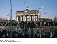 0072662 © Granger - Historical Picture ArchiveBERLIN WALL, 1989.  A crowd of people on top of the Berlin Wall in front of the Brandenburg Gate (front view), 11.10.1989. Full credit: Fischer Project - ullstein bild / Granger, NYC -- All Rights Reserved.