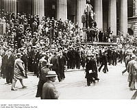 0102097 © Granger - Historical Picture ArchiveWALL STREET CRASH, 1929.   Crowds gathered on the steps of the Sub-Treasury Building (on the site of the former Federal Hall) across from the New York Stock Exchange on 'Black Thursday,' 24 October 1929. Full credit: Imagno - ullstein bild / Granger, NYC -- All rights reserved.