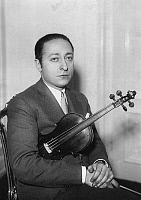 0127122 © Granger - Historical Picture ArchiveJASCHA HEIFETZ (1901-1987).   American (Russian-born) violinist. Photographed c1933.