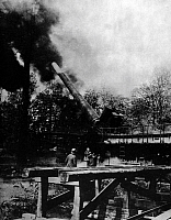 0127904 © Granger - Historical Picture ArchiveWORLD WAR I.   Firing rail gun, 38 centemeter, SKL/45 (nickname 'Langer Max') attacking Paris from the forest of Crepy en Laonnais at the mountain Mont de Joie. Also known as 'Paris-Kanone' (Paris - canon) - end of May 1918.