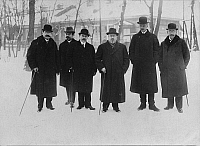 0128213 © Granger - Historical Picture ArchiveWORLD WAR I.   1. WW, Peace negotiations between central powers and bolshevic sovietrussia at Brest-Litowsk (03.12.1917-03.03.1918): Peace negotiations after the armistice of 15.12.: Delegates on their way to the conference building. The turkish representative Ibrahim Hakki Pascha (3.f.r.) and Count Czernin (foreign minister of austro-hungary 2.f.r.). End of