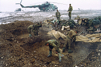 0171244 © Granger - Historical Picture ArchiveWAR WITH CHECHNYA.   Russian soldiers digging in the Chechen district of Gudermes. In the background: a helicopter gunship type Mil Mi-18. Photograph, 2000/2001. Full credit: ullstein - russian picture servi / Granger, NYC -- All rights res