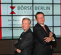 0179831 © Granger - Historical Picture ArchiveJOERG FRANKE.   Joerg Franke - President of the Boerse Berlin, Germany - with Serge Demoliere, chairman of the Boerse Berlin (r) - 28.12.2007. Full credit: ullstein bild / Granger, NYC -- All Rights Reserved.
