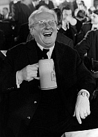 0186925 © Granger - Historical Picture ArchiveACTOR GERT FROEBE.   Gert Froebe, actor, Germany - Gert Froebe drinks a beer and laughs, 14.03.1968, ullstein bild ID 00931981.