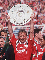 0188531 © Granger - Historical Picture ArchiveANDREAS BREHME.   Andreas Brehme - Football Player, 1. FC Kaiserslautern, Germany - celebrating the German championship, raising the Bundesliga trophy - 09.05.1998, ullstein bild ID 00970984.