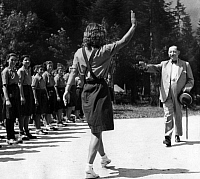 0190401 © Granger - Historical Picture ArchiveBOGDAN FILOV.   Filov, Bogdan - Politician, Bulgaria *29.07.1883-28.04.1945+ Prime Minister 1940-1943 a girl form the Bulgarian Youth Organisation Brannik greeting the Prime Minister - Photographer: Atlantic - Published by: 'Berliner Illustrirte Zeitung' 48/1942 Vintage property of ullstein bild 01019474.