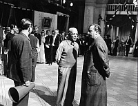 0190762 © Granger - Historical Picture ArchiveCARL FROEHLICH.   Froehlich, Carl - Director, Germany *05.09.1875-12.02.1953+ (centre) and composer Theo Mackeben under discussion about the right composition during the shooting of the movie 'Hochzeit auf Baerenhof' - Photographer: Curt Ullmann - Published by: 'Europaeische Literatur' 01/1942 Vintage property of ullstein bild 01067213.