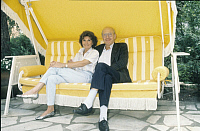 0192045 © Granger - Historical Picture ArchiveCURTH FLATOW.   Flatow, Curth - Dramatist, Screenwriter, Germany - sitting in a swing hammock with wife Brigitte - 01.07.1988 No-commercial-use! .