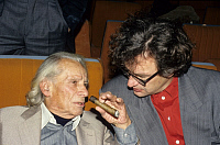 0192632 © Granger - Historical Picture ArchiveDIRECTOR SAMUEL FULLER.   Samuel Fuller, Director, USA - with German director Wim Wenders (right hand) - 01.11.1993 No-commercial-use!, ullstein bild ID 00937499.