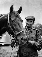 0193045 © Granger - Historical Picture ArchiveEDDY FREUNDT.   Eddy Freundt *24.04.1929-16.07.1990+ Jockey (trotting race), Germany with the race horse Fifi beau Gosse - 24.07.1959 01032175.
