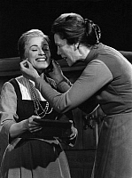 0193331 © Granger - Historical Picture ArchiveELISABETH FLICKENSCHILDT.   Flickenschildt, Elisabeth - Actress, Germany *16.03.1905-16.10.1977+ - as Marthe and Ella Buechi (l.) as Gretchen in 'Faust I' - Photographer: Rosemarie Clausen - Published by: 'Radio Revue' 29/1961 Vintage property of ullstein bild 01090399.