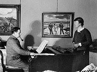 0194059 © Granger - Historical Picture ArchiveERNST FRITSCH.   Fritsch, Ernst - Visual Artist, Painter, Germany *23.08.1892-08.12.1965+ - is accompanying his wife, concert singer Kaethe on the piano - Photographer: Folkwang-Archiv-Berlin, probably Lotte Jacobi - Published by: 'Die Dame' 15/1934 Vintage property of ullstein bild 01056613.