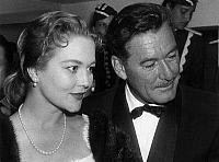 0194234 © Granger - Historical Picture ArchiveERROL FLYNN.   Flynn, Errol *20.06.1909-14.10.1959+ Actor, Australia with his wife Patricia Wymore during the Berlin film festival. - 1957 01041507.