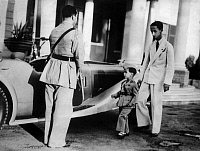 0194590 © Granger - Historical Picture ArchiveFAISAL II OF IRAQ.   Faisal II of Iraq - King of Iraq *02.05.1935-14.07.1958+ with his uncle Prince Abdul Ilah of Iraq (right) - Photographer: France Voir Press/ Presse-Illustrationen Heinrich Hoffmann - Published by: 'Berliner Illustrirte Zeitung' 28/1939 Vintage property of ullstein bild, ullstein bild ID 00174910.