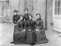 0194611 © Granger - Historical Picture ArchiveFANO DANMARK.   Danmark, Fano, girls in traditional costumes, date unknown, probably 1906, ullstein bild ID 00955876.