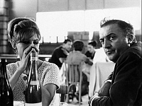 0194675 © Granger - Historical Picture ArchiveFEDERICO FELLINI.   Fellini, Federico *20.01.1920-31.10.1993+ - director, filmmaker, Italy - with Claudia Cardinale - no date (1960ies) - For-editorial-use-only! 01102008.