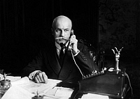 0194842 © Granger - Historical Picture ArchiveFERNANDO ESPINOSA DE LOS MONTEROS.   Espinosa de los Monteros, Fernando - Diplomat, ambassador, Spain Portrait at the phone - Photographer: Wide World Photos - 1928 Vintage property of ullstein bild 01018607.