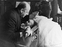 0195137 © Granger - Historical Picture ArchiveFILIPPO TOMMASO MARINETTI.   Marinetti, Filippo Tommaso - Writer, Italy *22.12.1876-02.12.1944+ Founder of the literary futurism series: Roman heads - with his daughter Luce - Photographer: Felix H. Man - Koester - 1931 Vintage property of ullstein bild, ullstein bild ID 00264327.