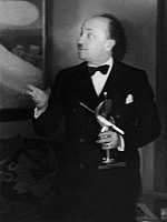 0195140 © Granger - Historical Picture ArchiveFILIPPO TOMMASO MARINETTI.   Marinetti, Filippo Tommaso - Writer, Italy *22.12.1876-02.12.1944+ Founder of the literary futurism series: Roman heads Marinetti with a bronze figure (skier) of the futuristic sculptor Mino Rosso - Photographer: Felix H. Man - Koester - 1931 Vintage property of ullstein bild, ullstein bild ID 00264325.