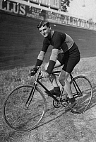 0195383 © Granger - Historical Picture ArchiveFRANCOIS FABER.   Faber, Francois - Cyclist, Luxembourg *26.01.1887-09.05.1915+ on his bike - Photographer: M.Rol - 31.07.1910 Vintage property of ullstein bild 01030588.