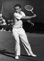 0195390 © Granger - Historical Picture ArchiveFRANJO PUNCEC.   Puncec, Franjo - Sportsman, Tennis player, Croatia *25.11.1913-05.01.1985+ - during the Europe-Final in the Davis Cup 1939 in Zagreb - Photographer: Max Ehlert - Published by: 'Die Dame' 20/1939 Vintage property of ullstein bild 01072308.