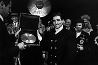 0195826 © Granger - Historical Picture ArchiveFREDDY QUINN.   Quinn, Freddy *27.09.1931- singer, actor, Austria - getting the 11th golden record - 13.11.1967 01064700.