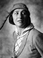 0196239 © Granger - Historical Picture ArchiveFRITTA BROD.   Brod, Fritta - Actress, Germany *10.12.1896-1988+ - as Viola in the play 'Twelfth Night, or What You Will' by William Shakespeare - Portrait with a hat - Photographer: Nini & Carry Hess - Published by: 'Zeitbilder' 44/1925 Vintage property of ullstein bild, ullstein bild ID 00286553.