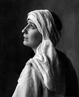 0196243 © Granger - Historical Picture ArchiveFRITTA BROD.   Brod, Fritta - Actress, Germany *10.12.1896-1988+ - as 'Beatrice' in the drama 'The Cenci' by Percy Bysshe Shelley - Photographer: Nini & Carry Hess - Published by: 'Berliner Illustrirte Zeitung' 47/1924 Vintage property of ullstein bild, ullstein bild ID 00286918.