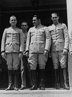 0196464 © Granger - Historical Picture ArchiveFULGENCIO BATISTA SALVIDAR.   Cuba Batista Salvidar, Fulgencio 1901-1973 Officer, politician, Cuba President 1940-44 and 1952-59 Batista (c) with officers - around 1952, ullstein bild ID 00213399.