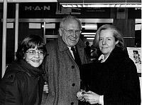 0197608 © Granger - Historical Picture ArchiveGERT FROEBE.   Froebe, Gert *25.02.1913-05.09.1988+ Actor, Germany with his wife Karin and his daughrter Beate. - 80ies, ullstein bild ID 00987349.