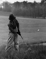 0197883 © Granger - Historical Picture ArchiveGOLFER FAENN SCHNIEWIND.   Golfer Faenn Schniewind is driving off on the Frankfurt Championship Golf Tournament - Photographer: Max Ehlert - Published by: 'Die Dame' 15/1939 Vintage property of ullstein bild 01072662.