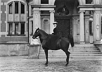 0198434 © Granger - Historical Picture ArchiveGUIDO FUERST VON HENCKEL VON DONNERSMARCK.   Henckel von Donnersmarck, Guido Fuerst von *1830-1916+ Business man, Germany his wife on her horse, before a pleasure ride - Photographer: Rudolph Duehrkoop - around 1910 Vintage property of ullstein bild, ullstein bild ID 00282287.