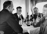0198863 © Granger - Historical Picture ArchiveHANS CURT FLEMMING.   Flemming, Hans Curt - Luftschifffuehrer, Germany *?-15.02.1935+ (left) in conversation with Heinrich Eduard Jacob (*1889-1967, Journalist, Writer, Germany) - Photographer: Martin Munkacsi - ca. 1932 Vintage property of ullstein bild 01039790.
