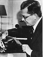 0198881 © Granger - Historical Picture ArchiveHANS FALLADA.   Fallada, Hans - Writer, Germany *21.07.1893-05.02.1947+ Portrait at the typewriter - Photographer: Presse-Illustrationen Heinrich Hoffmann - 1934 Vintage property of ullstein bild, ullstein bild ID 00016621.