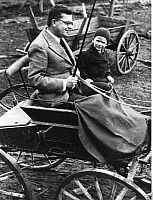 0198882 © Granger - Historical Picture ArchiveHANS FALLADA.   Fallada, Hans - Writer, Germany *21.07.1893-05.02.1947+ with his son Uli in a carriage in Carwitz, Mecklenburg - Photographer: Presse-Illustrationen Heinrich Hoffmann - 1934 Vintage property of ullstein bild, ullstein bild ID 00016623.