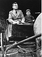 0198883 © Granger - Historical Picture ArchiveHANS FALLADA.   Fallada, Hans - Writer, Germany *21.07.1893-05.02.1947+ with his son Uli in a carriage in Carwitz, Mecklenburg - Photographer: Presse-Illustrationen Heinrich Hoffmann - Published in: 'Blatt der Hausfrau' 21/1934 Vintage property of ullstein bild.