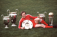 0199194 © Granger - Historical Picture ArchiveHANS GEORG SCHWARZENBECK.   Hans-Georg Schwarzenbeck - Football, Defender, FC Bayern Munich, Germany - presenting his career trophys - 11.05.1981, ullstein bild ID 00971026.