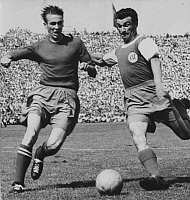 0201004 © Granger - Historical Picture ArchiveHORST ECKEL.   Eckel, Horst - Football Player, 1. FC Kaiserslautern, Germany - in action on the ball against Karlsruhe player (R) - date unknown, about 1956, ullstein bild ID 00978746.