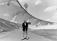 0202208 © Granger - Historical Picture ArchiveJOACHIM FUCHSBERGER.   Fuchsberger, Joachim *11.03.1927-, actor, Germany, in the Olympic stadion in Munich, September 1972 01023250.