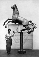 0205984 © Granger - Historical Picture ArchiveMARIANNE FLECK.   Fleck, Marianne - Artist, Germany - with her zinc horse (sculpture) - Published by: 'Querschnitt' 02/1930 Vintage property of ullstein bild 01013376.