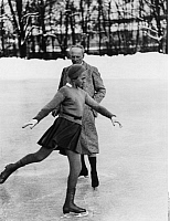 0206737 © Granger - Historical Picture ArchiveMAXI HERBER.   Herber, Maxi - Sportswoman, Figure skater, Germany *08.10.1920-20.10.2006+ - during training with her father - Photographer: Felix H. Man - ca. 1933 Vintage property of ullstein bild, ullstein bild ID 00771435.