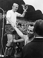 0207712 © Granger - Historical Picture ArchiveNATIONAL CUP FINAL IN HANOVER SOCCER.   Football Germany, National Cup Final in Hanover: Hamburger SV vs. Borussia Dortmund 3-0 - Presentation ceremony: Dieter Seeler (HSV) with the cup - August 14, 1963 01080062.