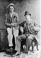 0208451 © Granger - Historical Picture ArchiveOSCAR WILDE.   Oscar Wilde Oscar Wilde *16.10.1854-30.11.1900+ Writer, Ireland / Great Britain Wilde with his friend Lord Alfred Douglas (l) - 1893, ullstein bild ID 00727188.