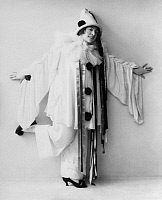 0212499 © Granger - Historical Picture ArchiveSINGER AND ACTOR FRITZI MASSARY WEARING A CLOWN COSTUME.   Singer and actor Fritzi Massary wearing a clown's costume. 1913, ullstein bild ID 00302193.
