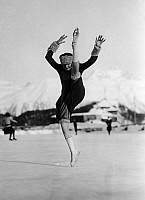 0213040 © Granger - Historical Picture ArchiveSWITZERLAND.   Switzerland - Graubuenden - : figure skating in St. Moritz, figure skater Miss Whitaker from the USA dancing on the ice - Photographer: Photo-House - 1927 Vintage property of ullstein bild 01011435.