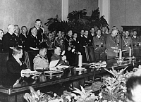0213577 © Granger - Historical Picture ArchiveTHIRD REICH REICH FOREIGN MINISTER JOACHIM VON RIBBENTROP.   Germany, Third Reich Reich Foreign Minister Joachim von Ribbentrop is reading out a statement after the signing of the Tripartite Pact in the Great Reception Hall of Reich Chancellery (Hitler's office)| - 27.09.1940, ullstein bild ID 00089570.